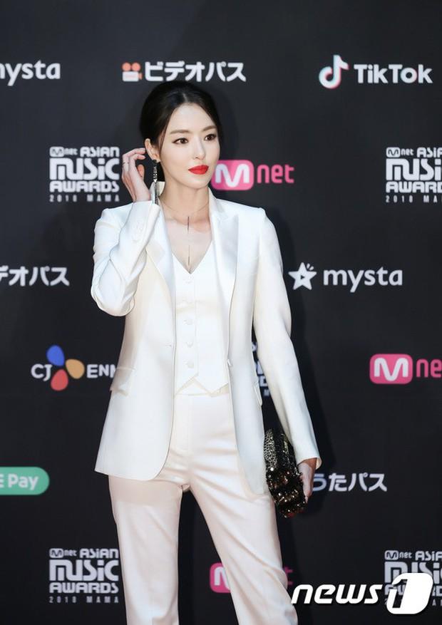 Thảm đỏ MAMA 2018 tại Nhật: Mỹ nhân kém nổi lấn át Lee Sung Kyung vì sexy bùng nổ, BTS, Park Bo Gum quá đẳng cấp - Ảnh 16.