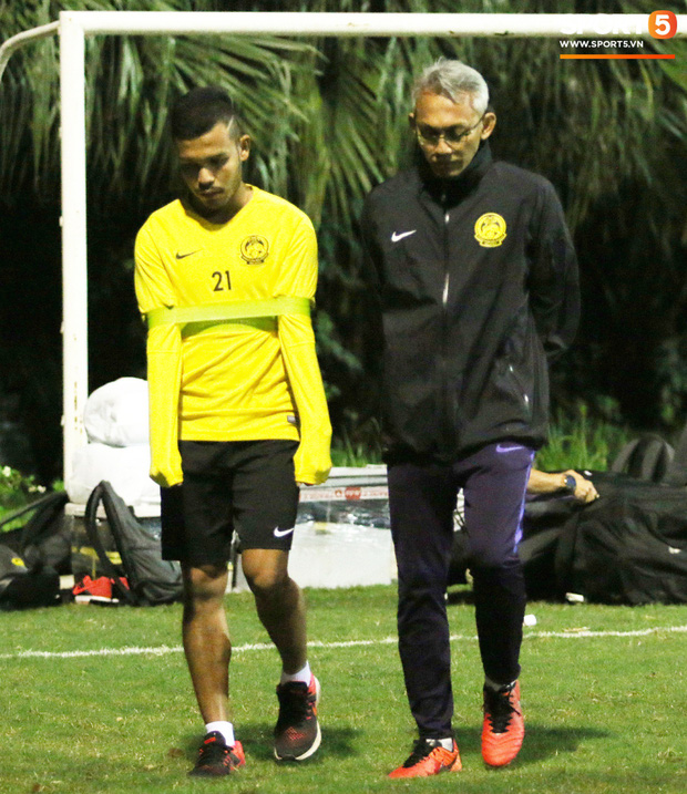 HLV trưởng Malaysia yêu cầu trợ lý massage ngay trên sân tập - Ảnh 5.