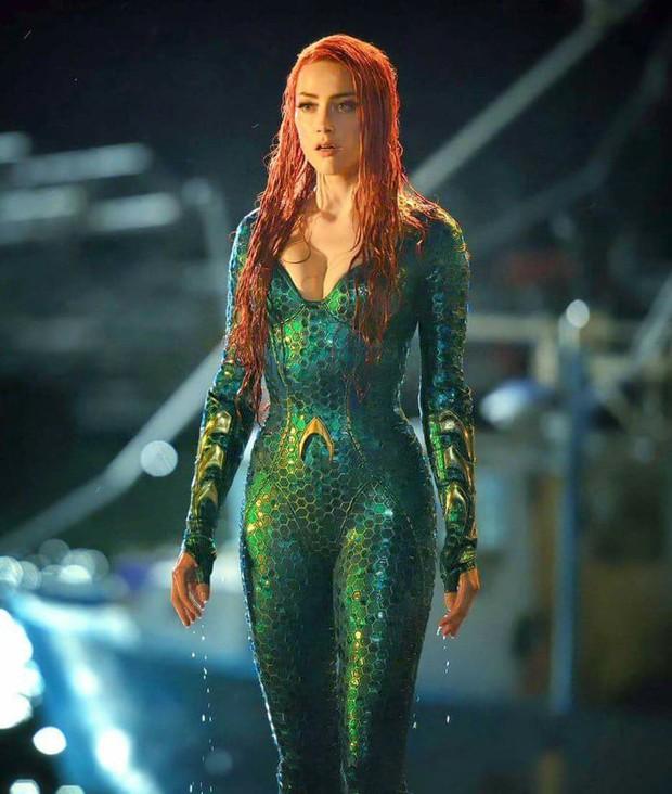 Xuất hiện đầy duyên dáng trên phố, mỹ nhân Aquaman Amber Heard không cần hở vẫn khoe khéo được vòng 1 căng đầy - Ảnh 5.