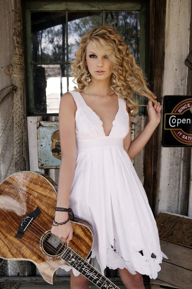 Taylor Swift tròn 29 tuổi: Hành trình từ công chúa nhạc đồng quê ngực phẳng trở thành mỹ nhân có body nóng bỏng - Ảnh 3.