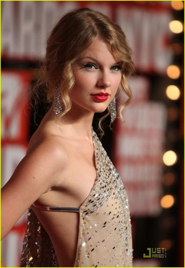 Taylor Swift tròn 29 tuổi: Hành trình từ công chúa nhạc đồng quê ngực phẳng trở thành mỹ nhân có body nóng bỏng - Ảnh 5.