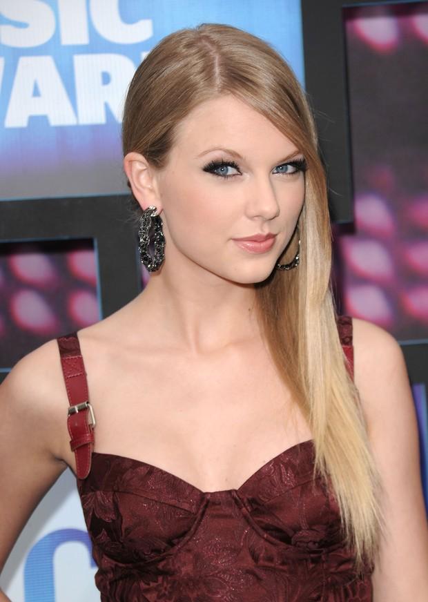 Taylor Swift tròn 29 tuổi: Hành trình từ công chúa nhạc đồng quê ngực phẳng trở thành mỹ nhân có body nóng bỏng - Ảnh 6.