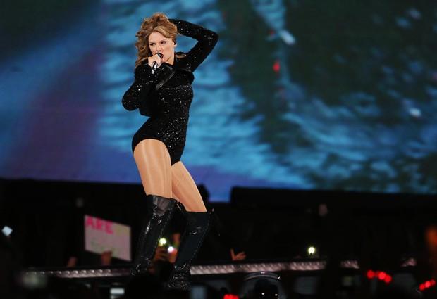 Taylor Swift tròn 29 tuổi: Hành trình từ công chúa nhạc đồng quê ngực phẳng trở thành mỹ nhân có body nóng bỏng - Ảnh 20.
