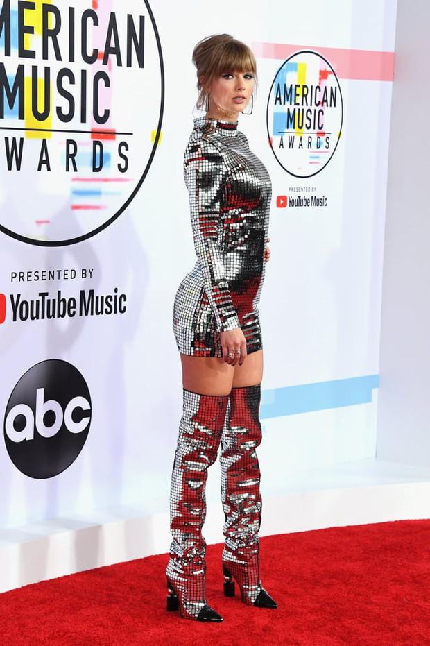 Taylor Swift tròn 29 tuổi: Hành trình từ công chúa nhạc đồng quê ngực phẳng trở thành mỹ nhân có body nóng bỏng - Ảnh 22.