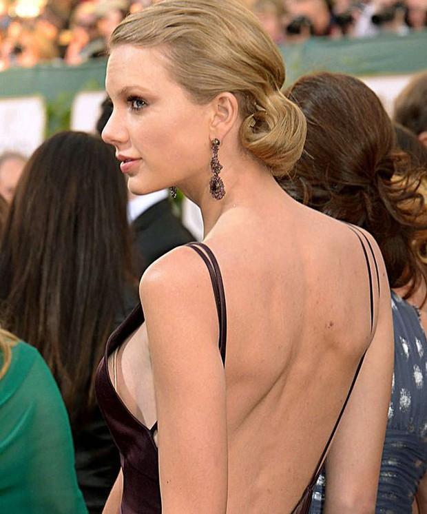 Taylor Swift tròn 29 tuổi: Hành trình từ công chúa nhạc đồng quê ngực phẳng trở thành mỹ nhân có body nóng bỏng - Ảnh 10.