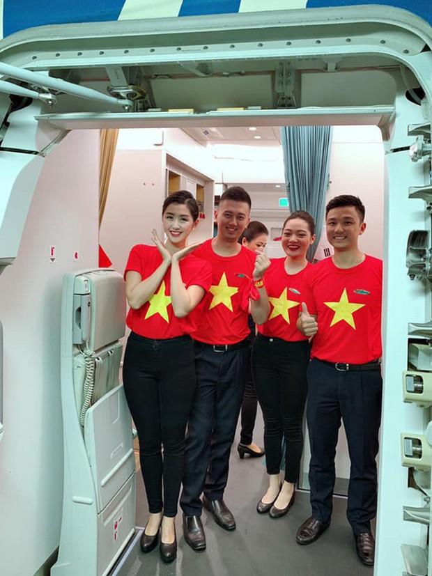 Nữ tiếp viên hàng không xinh đẹp gây bão mạng khi chụp ảnh cùng đội tuyển Việt Nam, tiết lộ bất ngờ về Quang Hải - Ảnh 3.