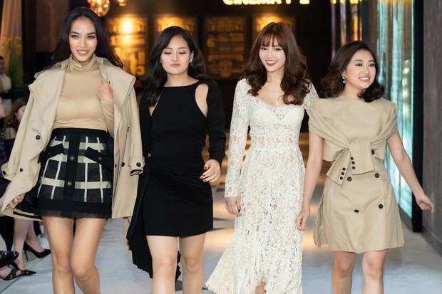 Ninh Dương Lan Ngọc rủ hội gái già sải bước catwalk, phá đảo show diễn của NTK Lâm Gia Khang - Ảnh 1.