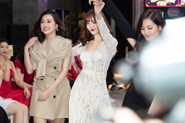 Ninh Dương Lan Ngọc rủ hội gái già sải bước catwalk, phá đảo show diễn của NTK Lâm Gia Khang - Ảnh 2.
