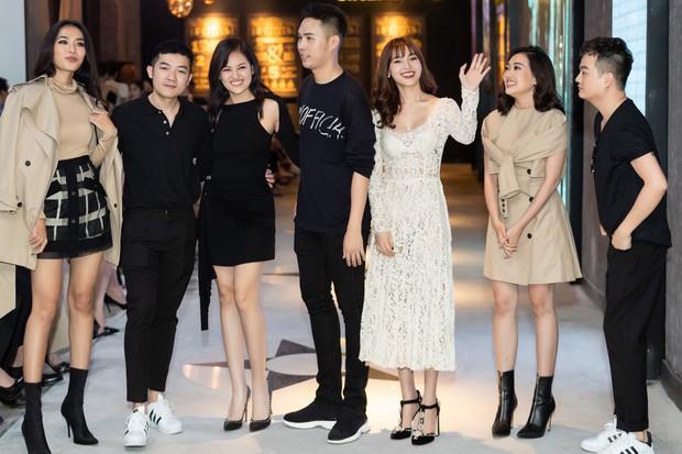Ninh Dương Lan Ngọc rủ hội gái già sải bước catwalk, phá đảo show diễn của NTK Lâm Gia Khang - Ảnh 7.