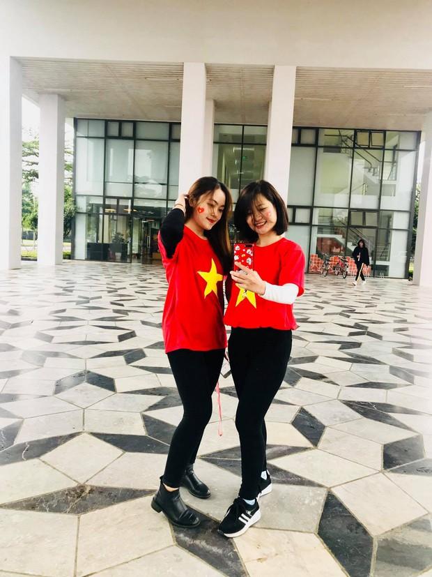 Thầy cô nước ngoài làm MV hoành tráng cỗ vũ Việt Nam: Các bạn sẽ vô địch AFF CUP 2018 vì đội bóng năm nay quá mạnh! - Ảnh 2.