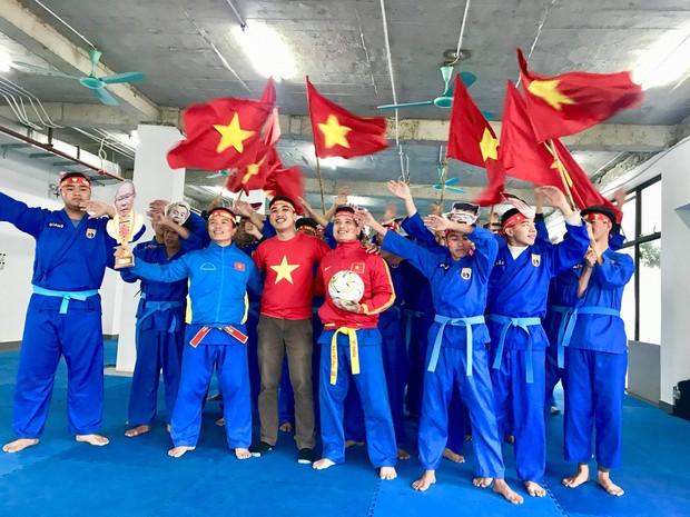 Thầy cô nước ngoài làm MV hoành tráng cỗ vũ Việt Nam: Các bạn sẽ vô địch AFF CUP 2018 vì đội bóng năm nay quá mạnh! - Ảnh 8.