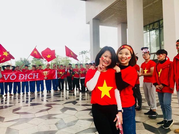 Thầy cô nước ngoài làm MV hoành tráng cỗ vũ Việt Nam: Các bạn sẽ vô địch AFF CUP 2018 vì đội bóng năm nay quá mạnh! - Ảnh 9.