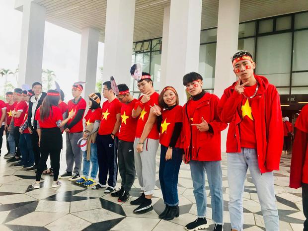 Thầy cô nước ngoài làm MV hoành tráng cỗ vũ Việt Nam: Các bạn sẽ vô địch AFF CUP 2018 vì đội bóng năm nay quá mạnh! - Ảnh 11.