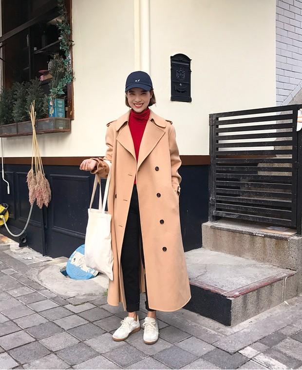 Với các tín đồ thời trang, còn cách nào tuyệt hơn để cổ vũ tuyển Việt Nam ngoài 10 công thức mix đồ siêu trendy với màu đỏ này - Ảnh 7.