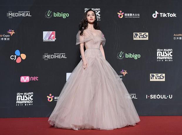 Siêu thảm đỏ MAMA Hong Kong: Angela Baby đối đầu mẹ Kim Tan, Song Joong Ki, BTS và Janet Jackson dẫn đầu dàn sao - Ảnh 4.