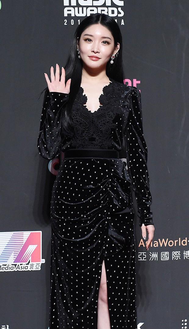 Siêu thảm đỏ MAMA Hong Kong: Angela Baby đối đầu mẹ Kim Tan, Song Joong Ki, BTS và Janet Jackson dẫn đầu dàn sao - Ảnh 14.
