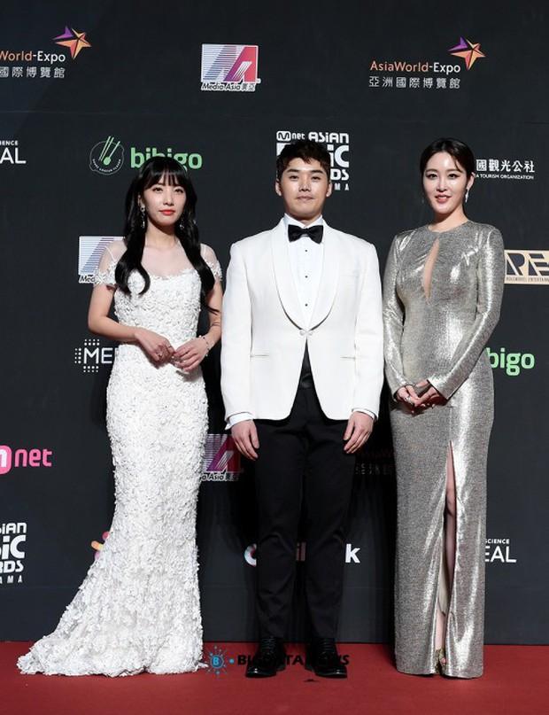 Siêu thảm đỏ MAMA Hong Kong: Angela Baby đối đầu mẹ Kim Tan, Song Joong Ki, BTS và Janet Jackson dẫn đầu dàn sao - Ảnh 27.