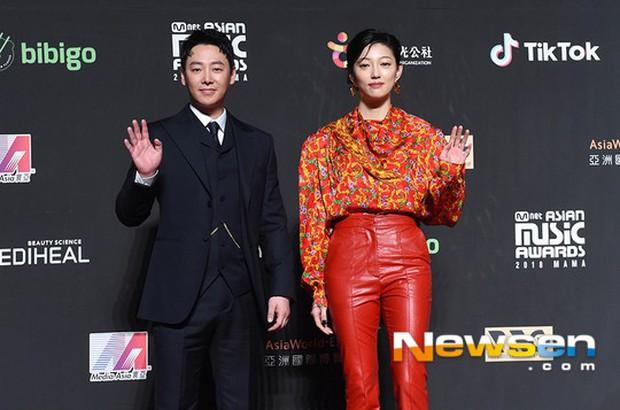 Siêu thảm đỏ MAMA Hong Kong: Angela Baby đối đầu mẹ Kim Tan, Song Joong Ki, BTS và Janet Jackson dẫn đầu dàn sao - Ảnh 30.