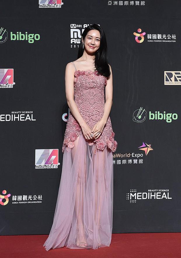 Siêu thảm đỏ MAMA Hong Kong: Angela Baby đối đầu mẹ Kim Tan, Song Joong Ki, BTS và Janet Jackson dẫn đầu dàn sao - Ảnh 23.