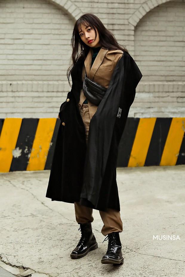 Street style giới trẻ Hàn tuần qua chứng minh: thích mặc kín mít hay sexy thì bạn cũng có cả chục cách mix đồ cho đủ ấm - Ảnh 9.