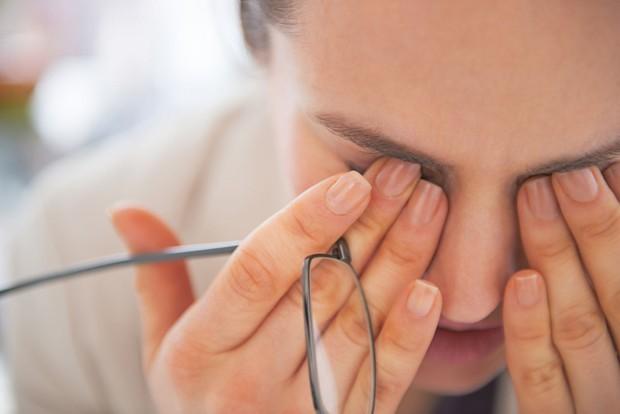Đừng xem thường tình trạng khô mắt vì biến chứng rất nghiêm trọng và đây là cách để nhận biết - Ảnh 1.