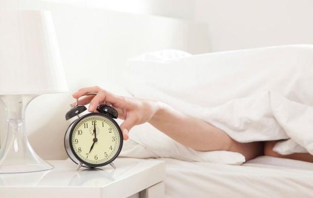 Đây là những thói quen ngủ nhiều người hay mắc phải trong mùa đông nhưng lại tiềm ẩn hàng loạt nguy cơ gây hại sức khỏe - Ảnh 3.