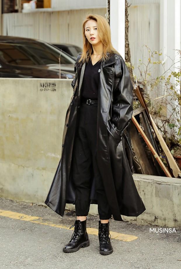Street style giới trẻ Hàn tuần qua chứng minh: thích mặc kín mít hay sexy thì bạn cũng có cả chục cách mix đồ cho đủ ấm - Ảnh 3.