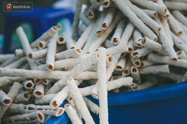 Góc quay về tuổi thơ: bánh gạo ống dân dã miền quê nhưng ai cũng mê và lỡ ăn rồi sẽ bị nghiện ngay - Ảnh 1.
