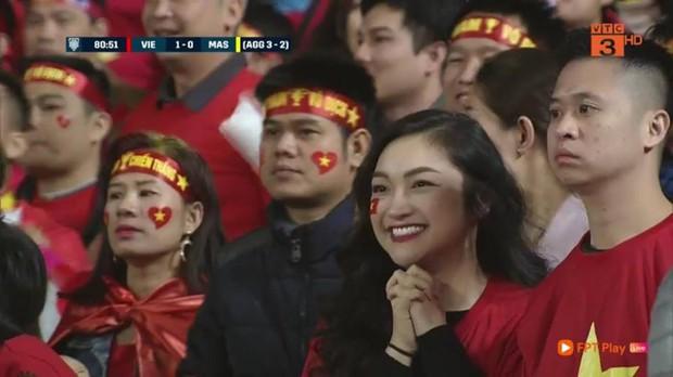 Gái xinh chiếm sóng truyền hình góp phần làm nên trận chung kết mĩ mãn - Ảnh 1.