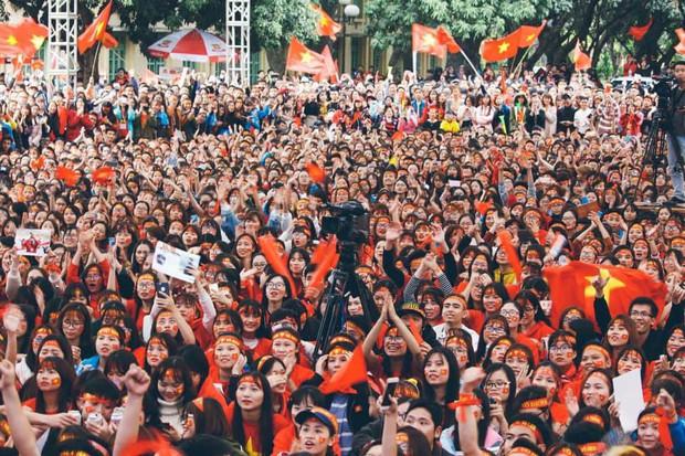 Sinh viên hàng loạt trường Đại học lớn sẵn sàng cháy hết mình cùng đội tuyển Việt Nam - Ảnh 1.