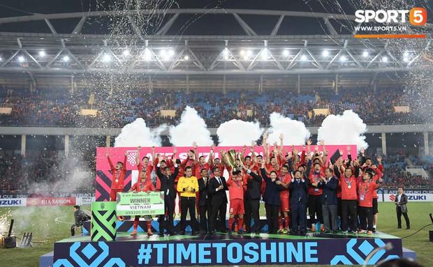 Tuyển Việt Nam vô địch AFF Cup sau chiến thắng chung cuộc 3-2 trước Malaysia - Ảnh 2.
