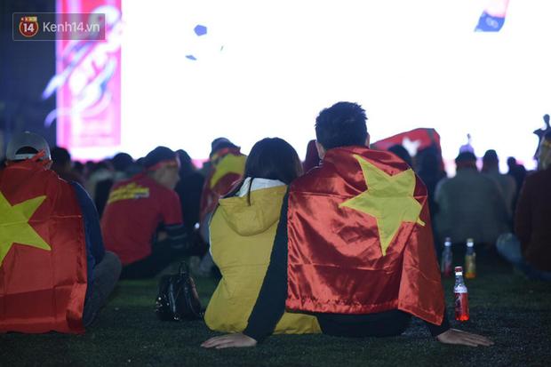 Offline các trường Đại học lớn nhất nước cổ vũ đội tuyển Việt Nam: Dàn gái xinh lung linh nhảy cực sung chờ bóng lăn - Ảnh 19.