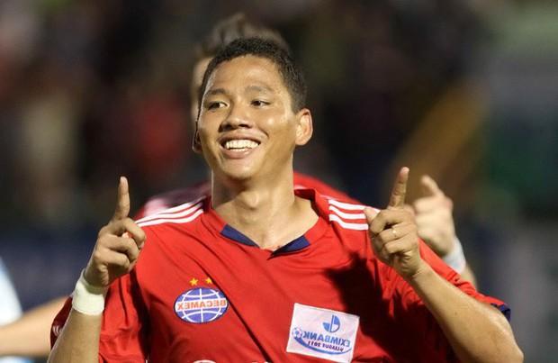 Anh Đức - cầu thủ vừa mở tỉ số cho Việt Nam: Kinh doanh từ 11 năm trước, giàu nức tiếng trong làng bóng đá - Ảnh 1.