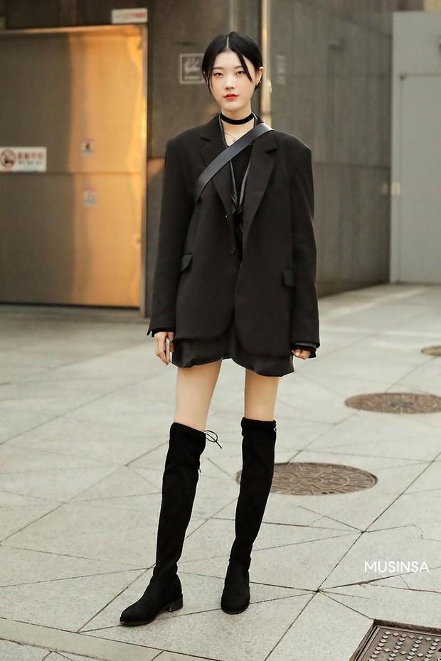 Street style giới trẻ Hàn tuần qua chứng minh: thích mặc kín mít hay sexy thì bạn cũng có cả chục cách mix đồ cho đủ ấm - Ảnh 5.