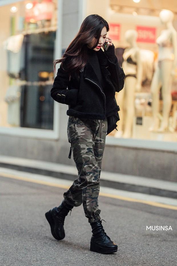 Street style giới trẻ Hàn tuần qua chứng minh: thích mặc kín mít hay sexy thì bạn cũng có cả chục cách mix đồ cho đủ ấm - Ảnh 6.