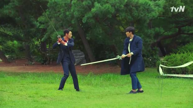 """""""Thỉnh an"""" biên kịch Hàn có câu nói gây sốc đầu năm: """"Thêm tuyến lãng mạn vào Hồi Ức Alhambra cho đỡ phí Park Shin Hye"""" - Ảnh 4."""