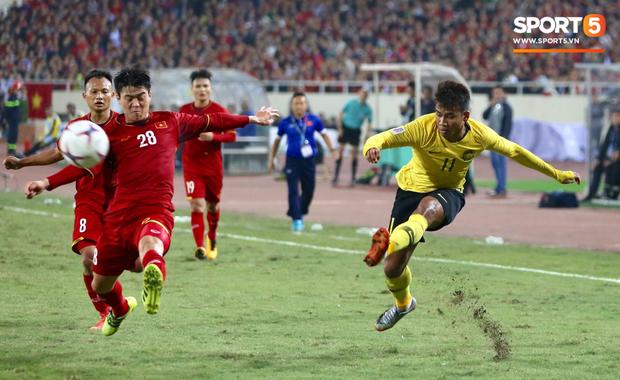 Vô địch AFF Cup, Duy Mạnh không quên tri ân những người hùng thầm lặng tại Mỹ Đình - Ảnh 1.