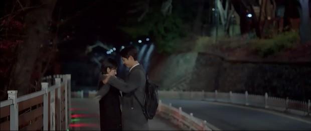 """6 màn """"trả thính"""" đáng yêu hết nấc của chị sếp Song Hye Kyo trong Encounter - Ảnh 7."""