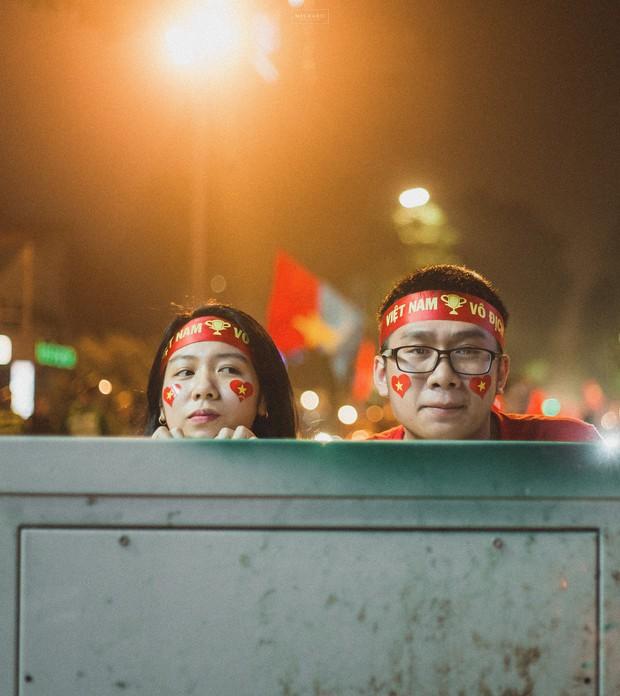 Bộ ảnh cổ vũ đội tuyển Việt Nam đáng yêu của sinh viên Thương mại: Khi tình yêu bóng đá và tình yêu đôi lứa hoà chung nhịp đập - Ảnh 9.