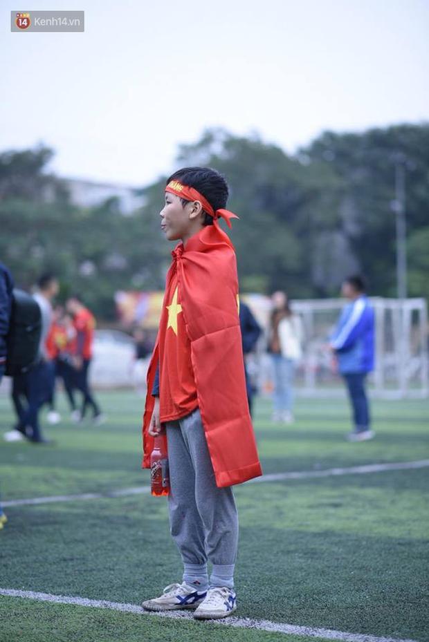 Offline các trường Đại học lớn nhất nước cổ vũ đội tuyển Việt Nam: Dàn gái xinh lung linh nhảy cực sung chờ bóng lăn - Ảnh 39.