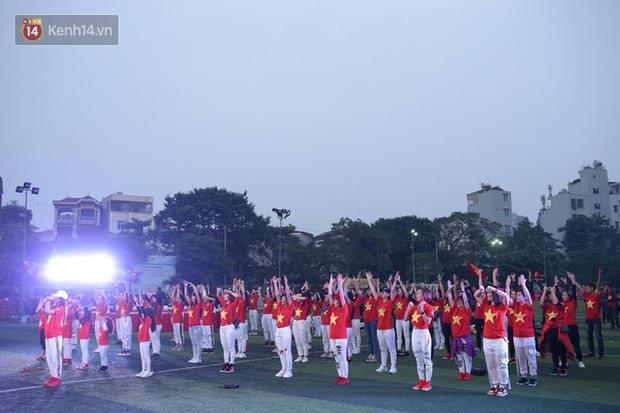 Offline các trường Đại học lớn nhất nước cổ vũ đội tuyển Việt Nam: Dàn gái xinh lung linh nhảy cực sung chờ bóng lăn - Ảnh 27.