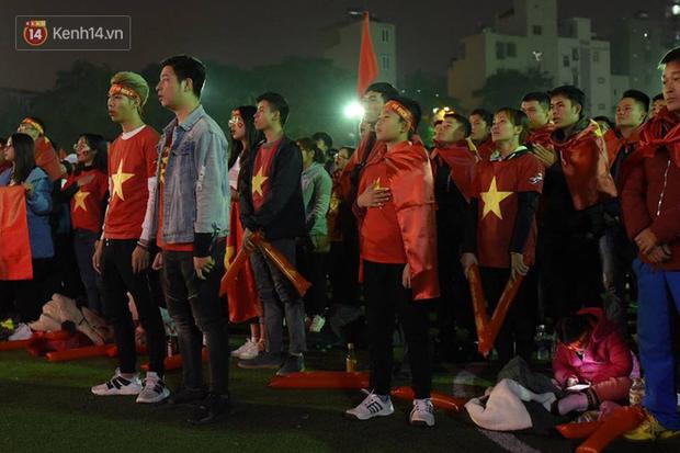 Offline các trường Đại học lớn nhất nước cổ vũ đội tuyển Việt Nam: Dàn gái xinh lung linh nhảy cực sung chờ bóng lăn - Ảnh 2.
