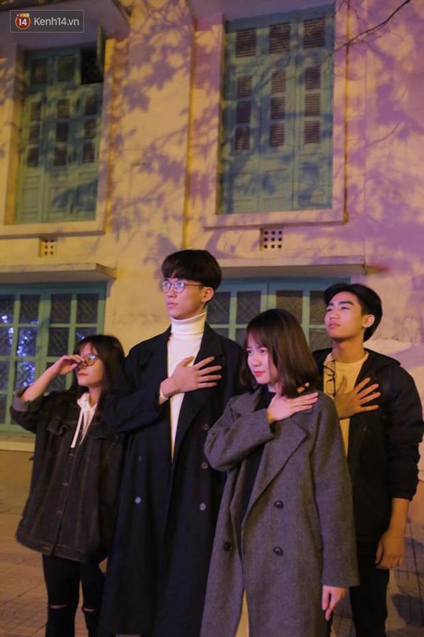 Offline các trường Đại học lớn nhất nước cổ vũ đội tuyển Việt Nam: Dàn gái xinh lung linh nhảy cực sung chờ bóng lăn - Ảnh 4.