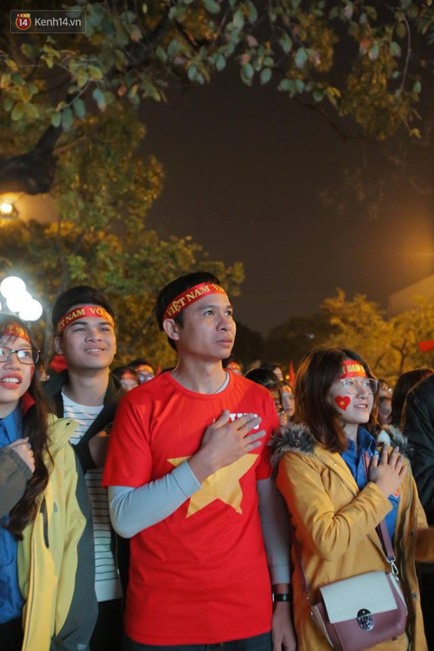 Offline các trường Đại học lớn nhất nước cổ vũ đội tuyển Việt Nam: Dàn gái xinh lung linh nhảy cực sung chờ bóng lăn - Ảnh 5.