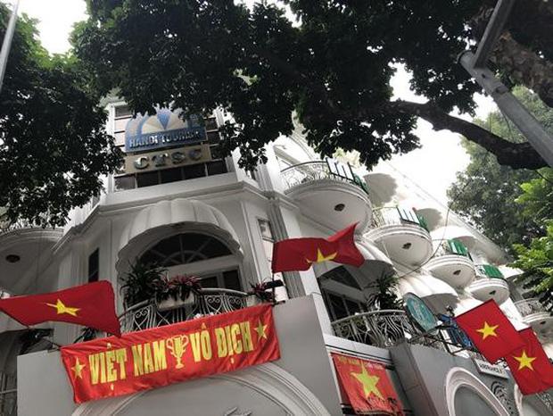 BLV thể thao Hàn Quốc cũng phải choáng ngợp vì sự cuồng nhiệt của CĐV Việt Nam trước thềm chung kết AFF Cup 2018 - Ảnh 4.