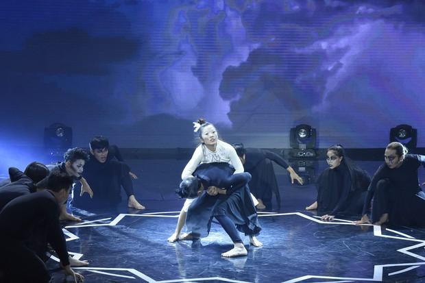 Việt Hương kể về quá khứ đầu bị ghẻ, ngồi trong thau diễn ảo thuật với ông ngoại - Ảnh 3.