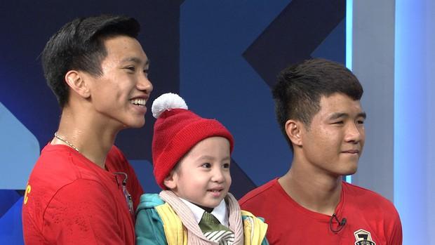 Quang Hải hoàn thành lời hứa mang cúp vàng vô địch về cho Tom - cậu bé 4 tuổi mắc ung thư não - Ảnh 3.