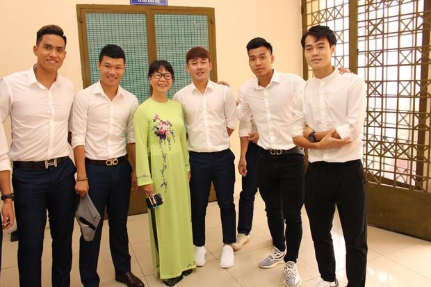 Trường ĐH hot nhất hiện nay, được hàng loạt fan hâm mộ gọi tên vì là nơi theo học của các cầu thủ đội tuyển Việt Nam - Ảnh 1.