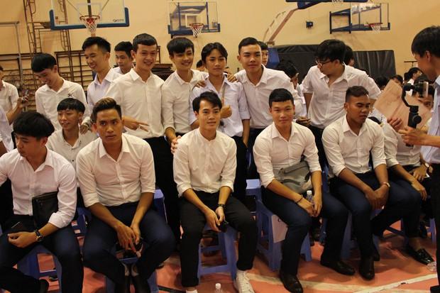 Trường ĐH hot nhất hiện nay, được hàng loạt fan hâm mộ gọi tên vì là nơi theo học của các cầu thủ đội tuyển Việt Nam - Ảnh 3.