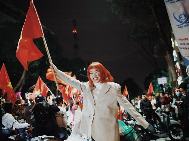 Châu Bùi, Salim, Sun HT đổ xuống phố ăn mừng Việt Nam vô địch - Ảnh 1.